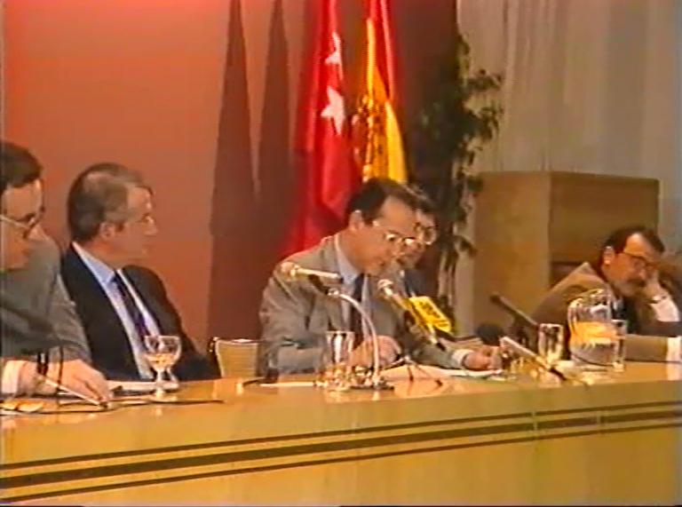 Gregorio Peces-Barba, Javier Moscoso, Fernando Ledesma, Luis López Guerra y Juan José del Águila. Participantes en la segunda mesa en el acto de conmemoración del X aniversario de los asesinatos de Atocha y desaparición del TOP