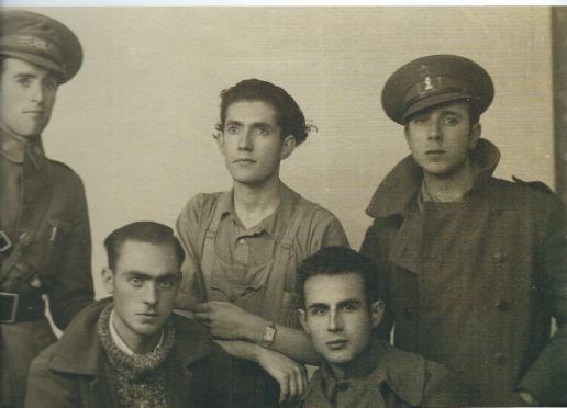 Marcelino Camacho junto a otros compañeros de la Compañía de Transmisiones de la 47 Brigada Mixta del Ejército Republicano.
