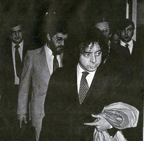 Antonio González Pacheco, alias Billy el Niño, saliendo de un juzgado