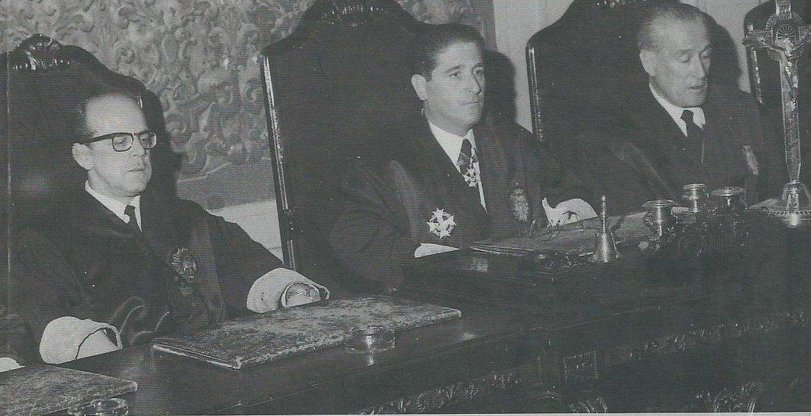Imagen de la portada del libro 'El TOP, la represión de la libertad' de Juanjo del Águila