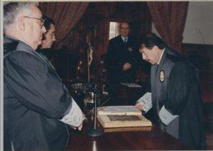 Juan Jose del Aguila jurando la constitución