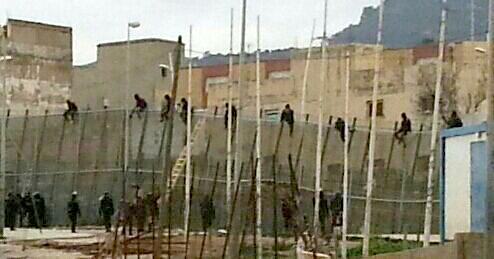 Muro de la desvergüenza entre Melilla y Marruecos